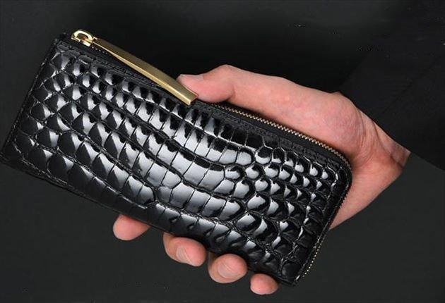 クロコ財布の手持ち写真