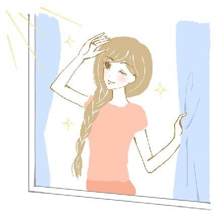 朝の光を浴びる女性