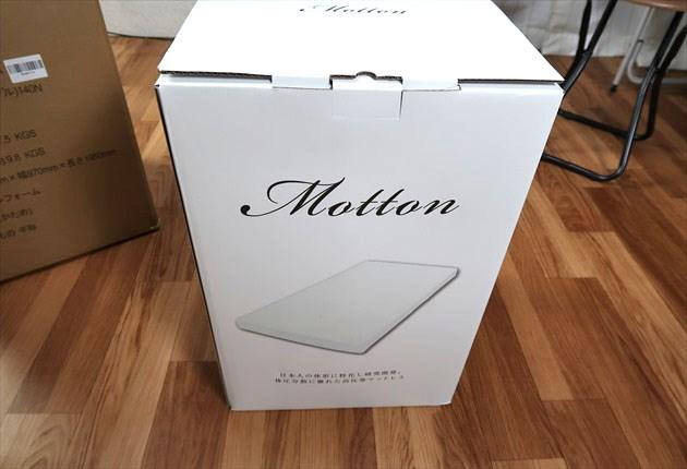 mottonの白いケース